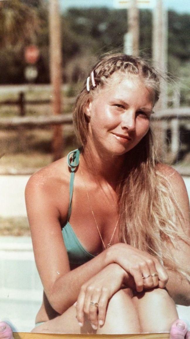 Annicka vid poolen i Florida