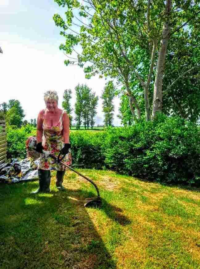 Annicka i trädgården