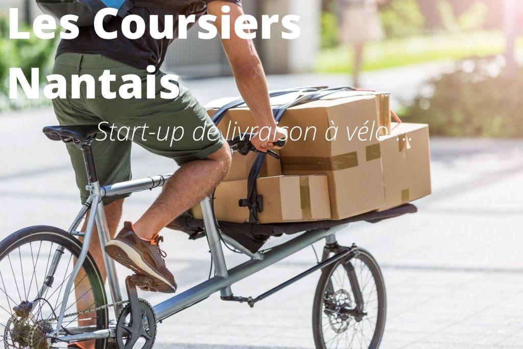 Livreur à vélo en train de livrer des colis sur un vélo cargo