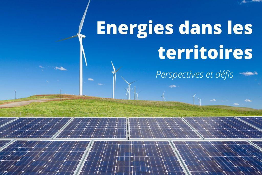éoliennes et panneaux solaires sur un paysage