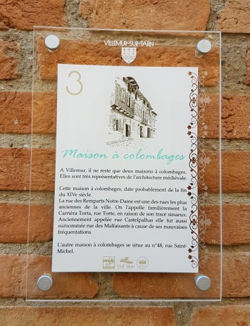maison a colombages , plaque