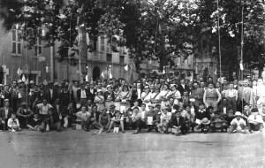 pecheurs devant monument
