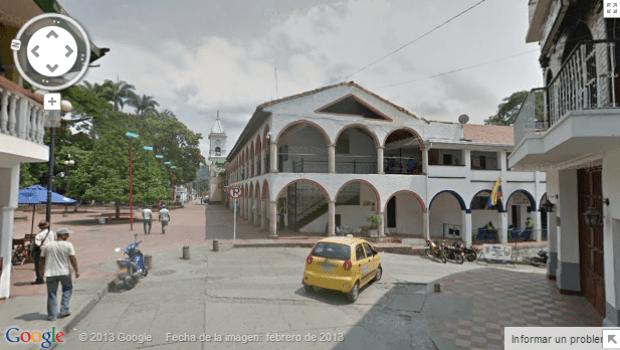 Vista de la alcaldía y la Iglesia de Villeta en Google Street View
