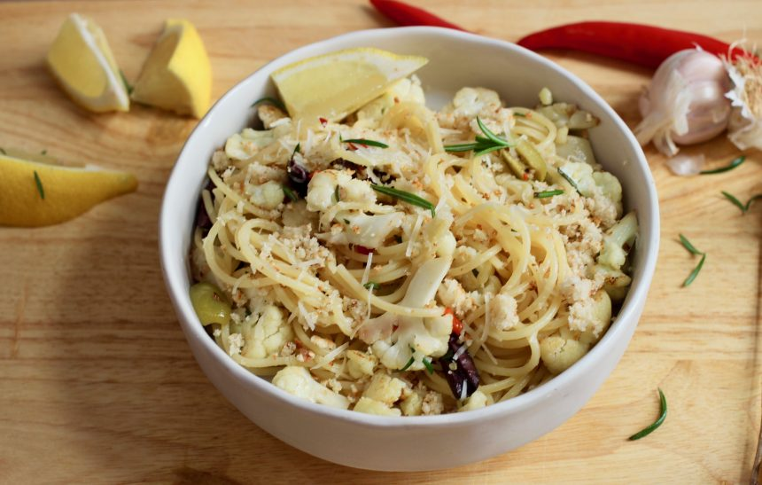 spaghetti with cauliflower and olives