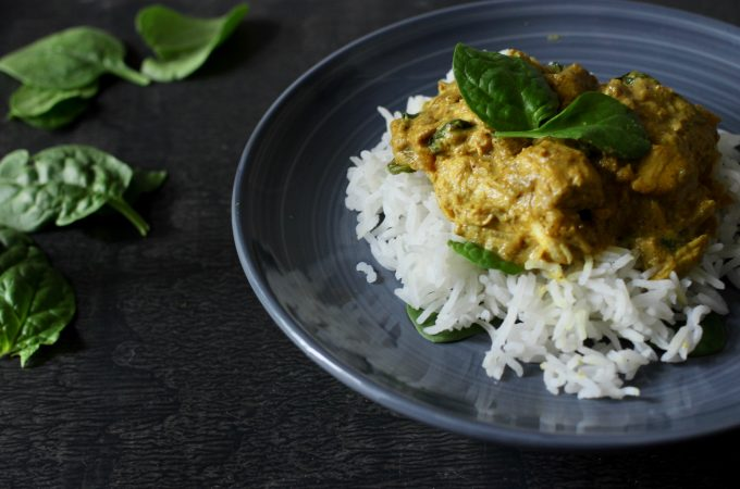 chicken and spinach curry cooked in yoghurt