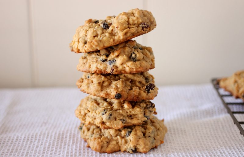 oat and peanut butter cookies with currants