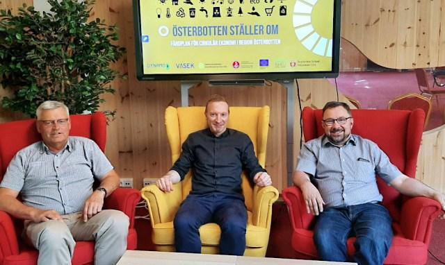 Göran Östberg, Tomas Knuts ja Rasmus Hautala nojatuoleissa
