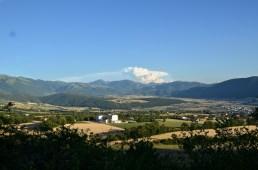 Blick nach Süden über die Ebene von Norcia (rechts, nicht mehr im Bild)
