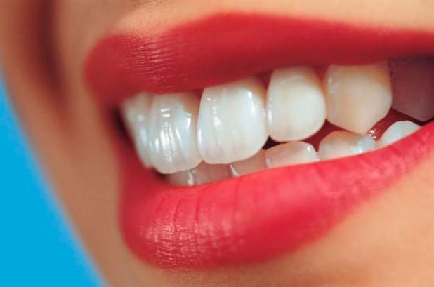 Priziurimas dantu implantas