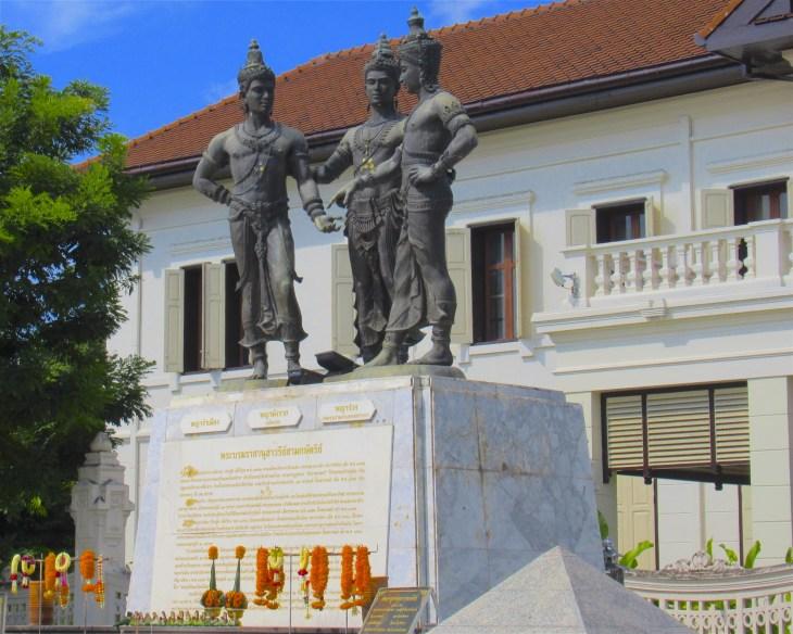 Kolme kuningasta patsas