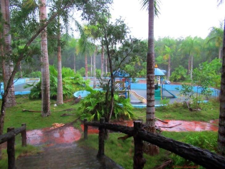 Hylätty vesipuisto