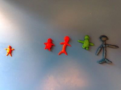 Bonshommes de formes et couleurs différentes en date à modeler