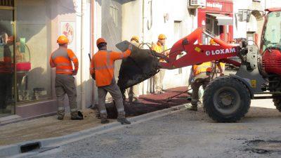 création du nouveau trottoir de vinassan par les ouvriers