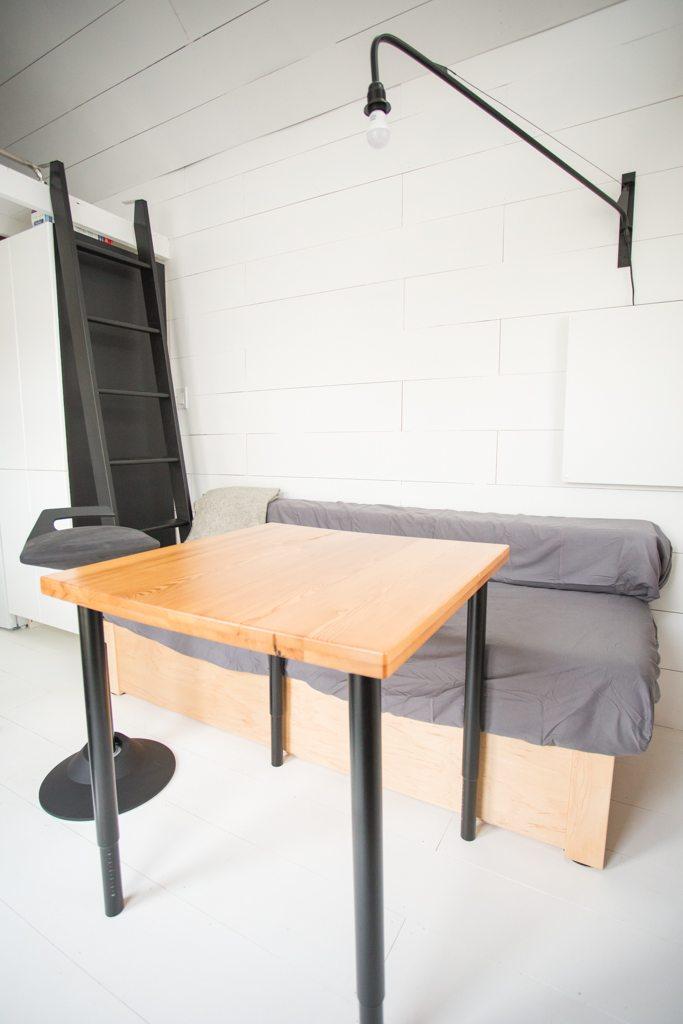 Gundruns-Modern-THOW-Office-13