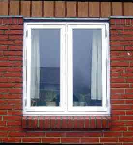Sidehængte vinduer i plast