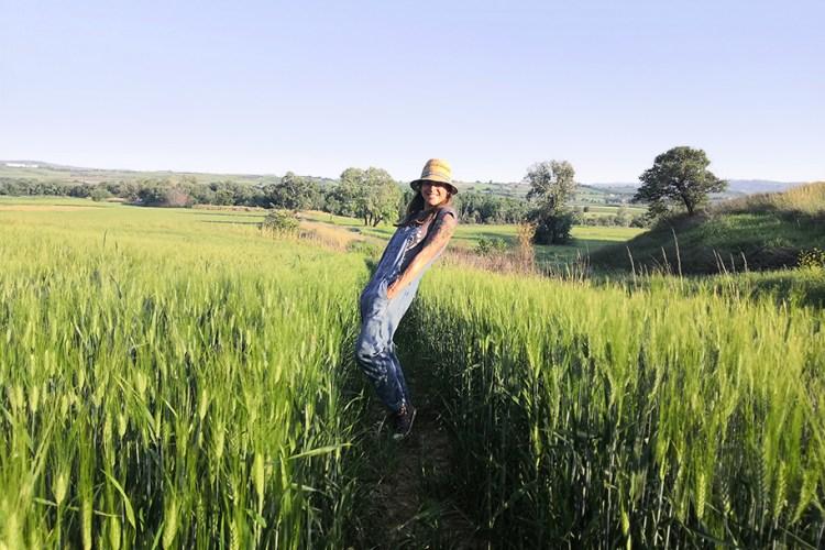 Ewa In Field Hat Mobile