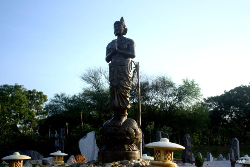 The Folded Hands Statue - Japanese Garden Chandigarh