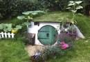 Англичанин в своем дворе построил нору хоббита.