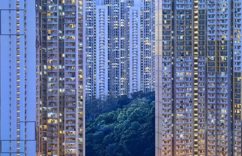 Contemplating-the-blue-moment-in-Hong-Kong-vinegret (11)