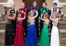 Подростки тайно надели на выпускной вечер костюмы супергероев.