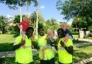 2-летние тройняшки и работники санитарно-гигиенической службы стали настоящими друзьями. (+Видео)