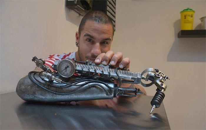 prosthetic-arm-tattoo-artist-jc-sheitan-tenet-jl-gonzal-vinegret (4)