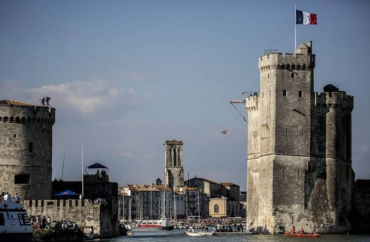 La-Rochelle-France-Red-Bull-Cliff-Diving-World-Series-vinegret (11)