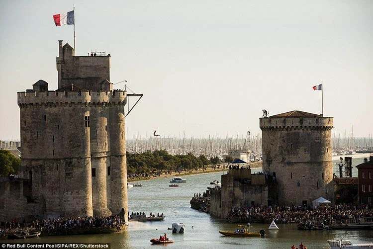 La-Rochelle-France-Red-Bull-Cliff-Diving-World-Series-vinegret (13)