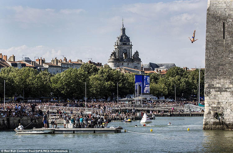 La-Rochelle-France-Red-Bull-Cliff-Diving-World-Series-vinegret (2)