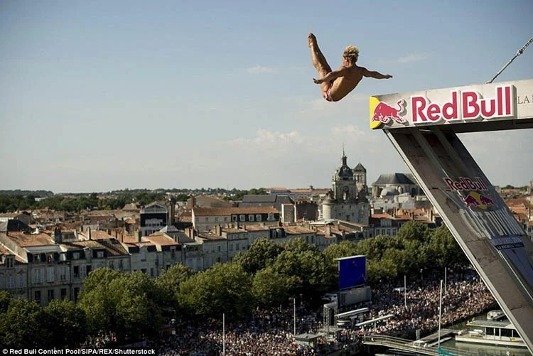 La-Rochelle-France-Red-Bull-Cliff-Diving-World-Series-vinegret (5)