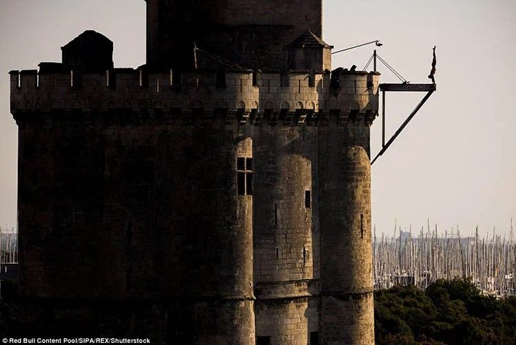La-Rochelle-France-Red-Bull-Cliff-Diving-World-Series-vinegret (6)