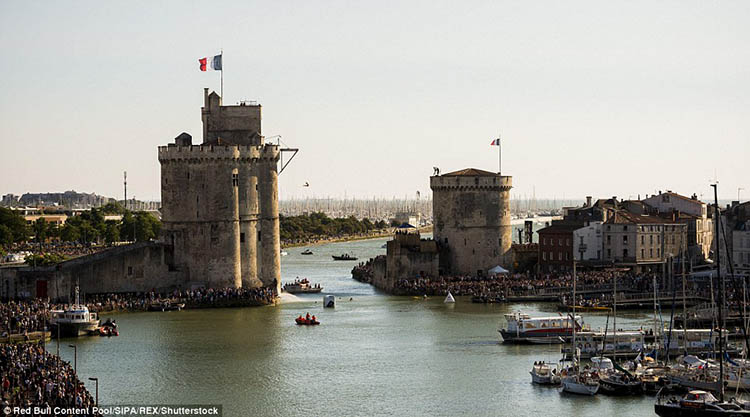 La-Rochelle-France-Red-Bull-Cliff-Diving-World-Series-vinegret (8)