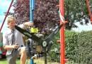 Видео: Колин Ферз  произвел апгрейд своей громадной качели, оснастив ее парамотором.