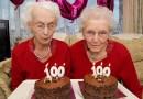 Сестры-близнецы отметили свой 100-й день рождения и поделились секретом своего долголетия.