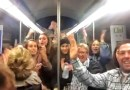 Видео: Пассажиры метро зажигательно исполняют песню Шакиры и Карлоса Вивеса.
