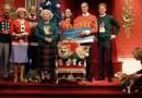Лондонский Музей Мадам Тюссо нарядил королевскую семью в чудоковатые рождественские свитера.