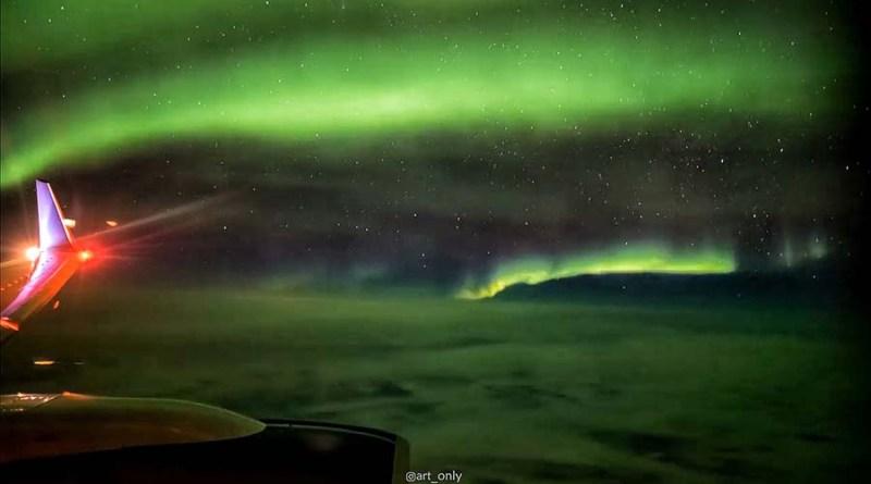 Ради такого Северного сияния непременно стоит лететь в Исландию. [Видео]