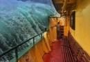 Фотография, на которой пассажирский паром борется со штормом, стала вирусной в Сети.