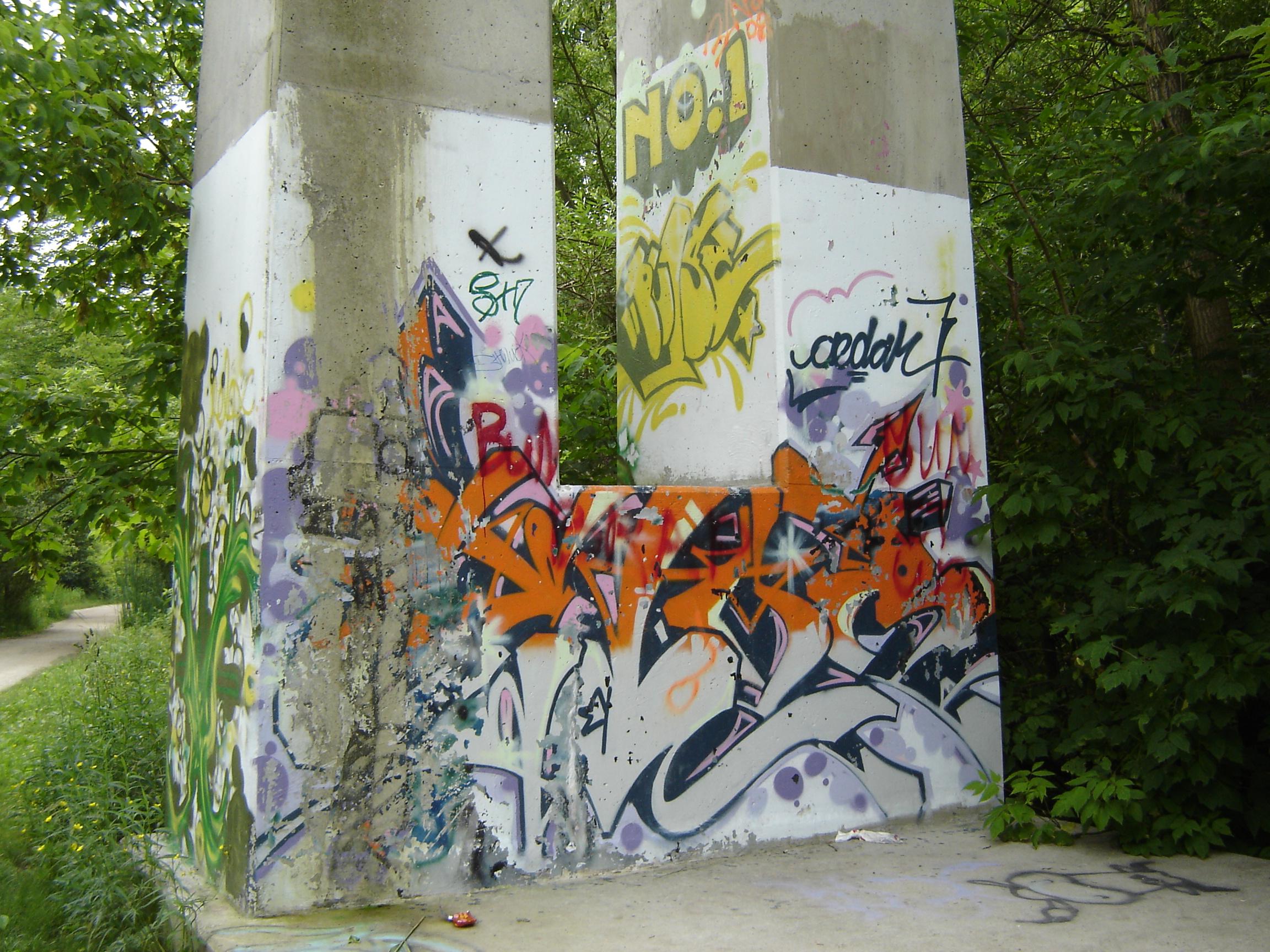 Glen Cedar Road trestle graffit