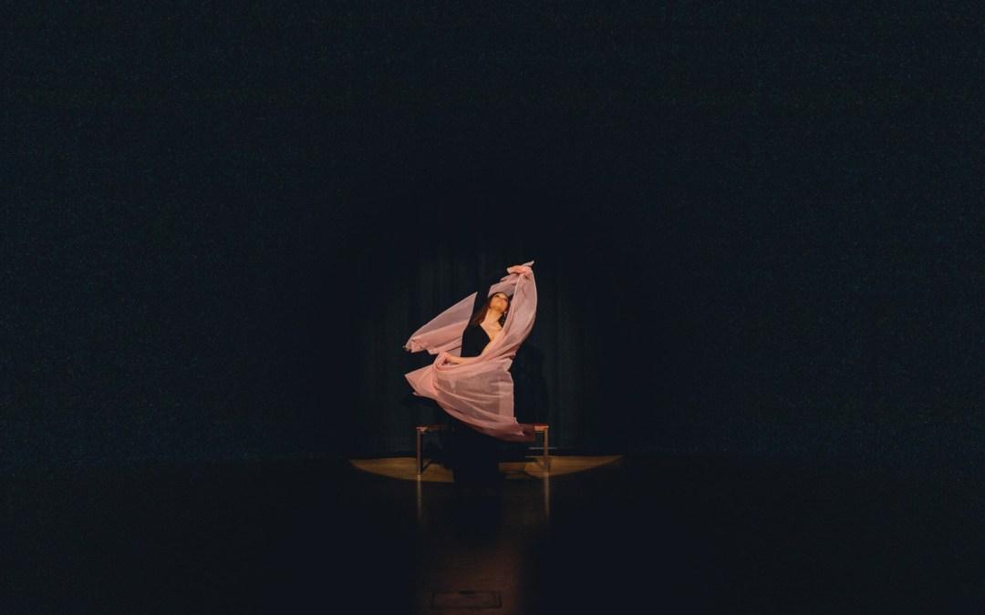Mietteitä sijaistamisesta ja tanssin sanallistamisesta