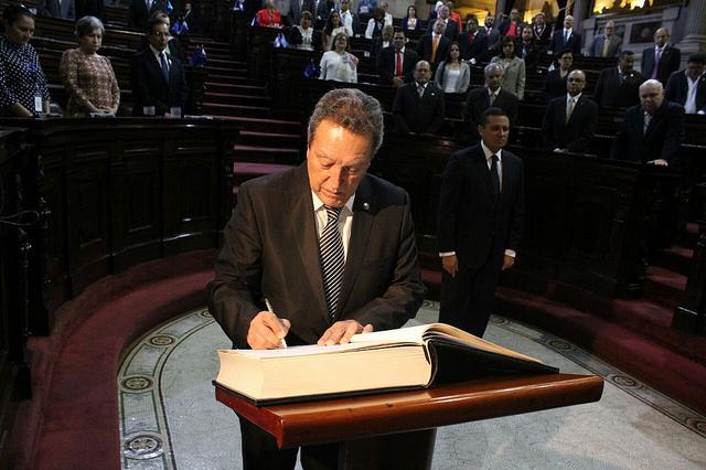 Parlacen juramenta a Vinicio Cerezo como secretario General del SICA
