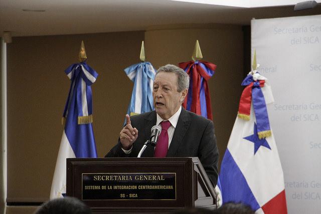Mensaje de Vinicio Cerezo al cuerpo diplomático durante la toma de posesión como Secretario General del SICA
