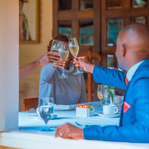 Etiquette 101. How to enjoy your afternoon tea with family and friends