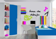 habitacion-juvenil-con-cosas-de-dibujo-y-marca-agua