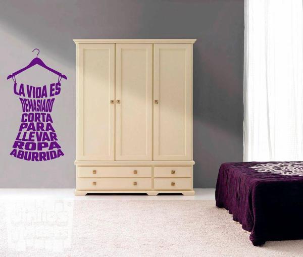 Vinilo decorativo frase ropa aburrida