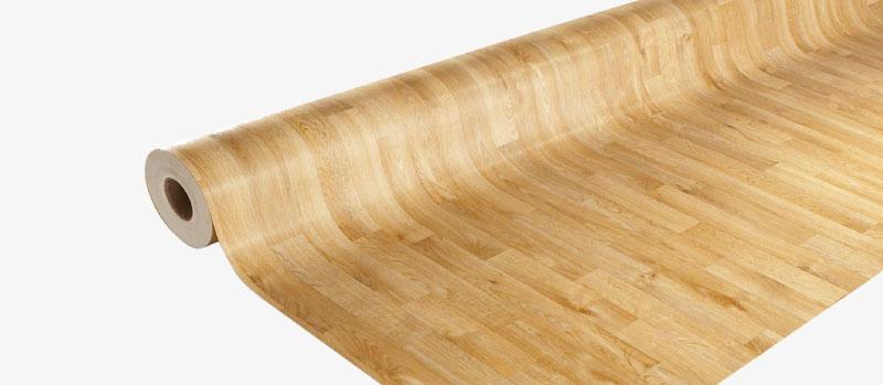piso vinílico en rollo y en piezas