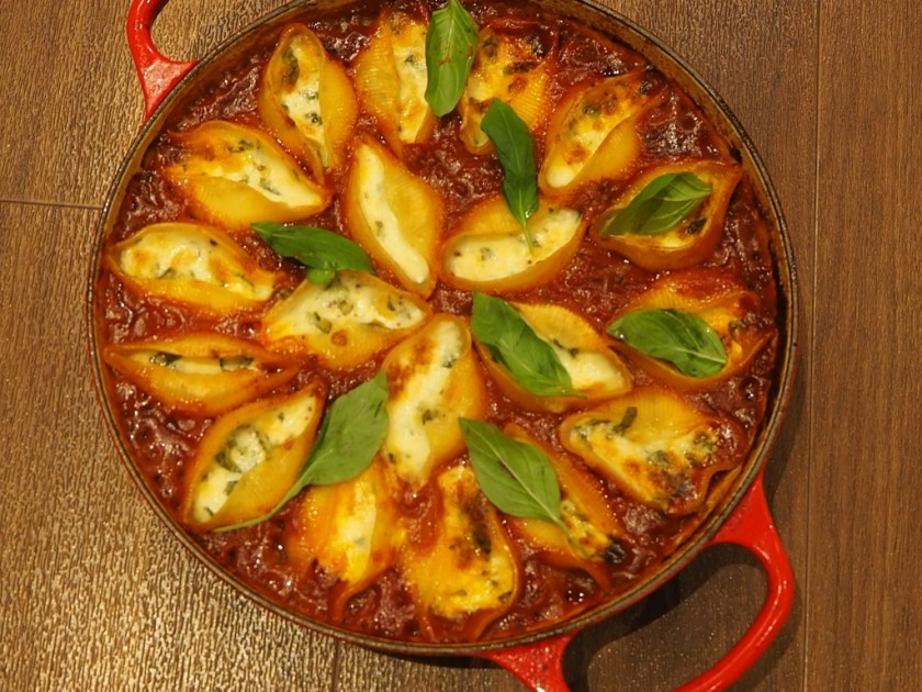паста с сыром и соусом болоньезе