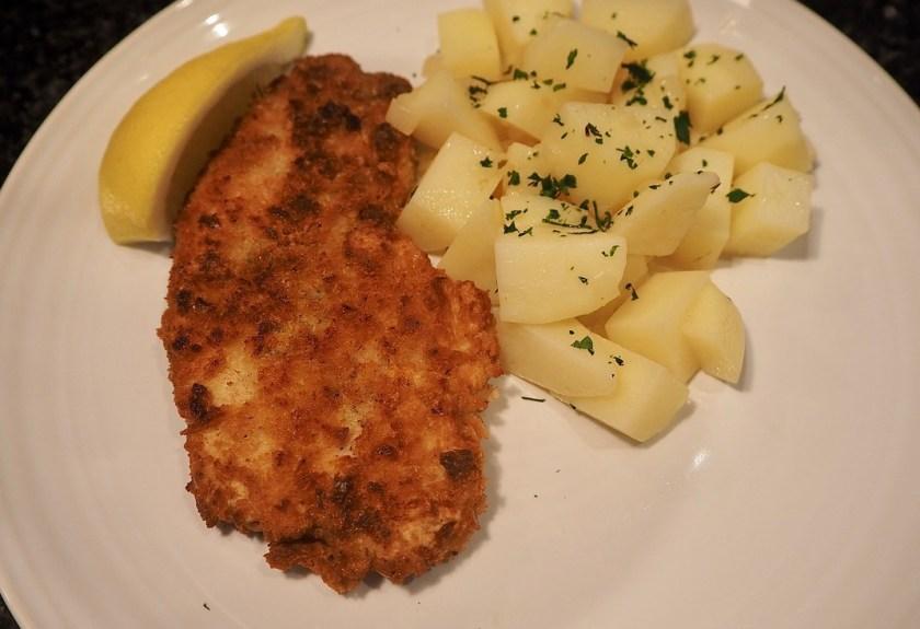 Шницель из свинины, картофельный салат по-австрийски