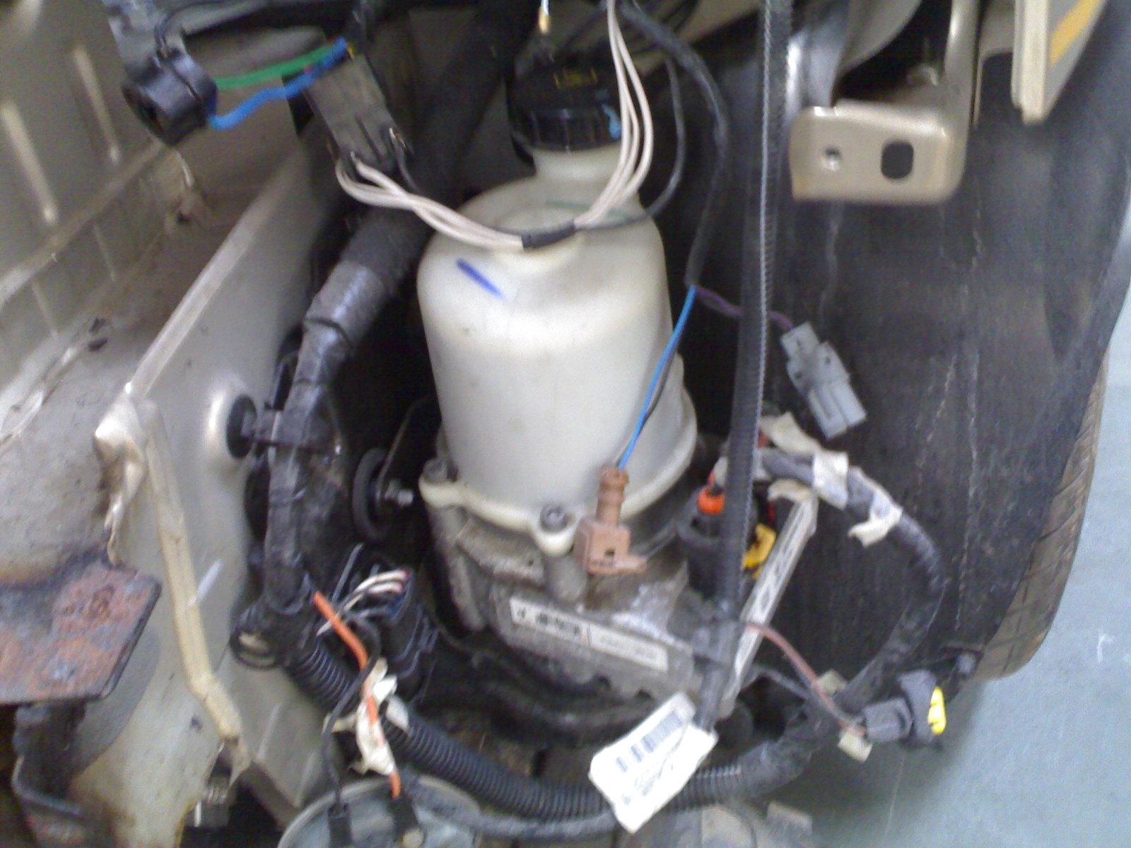 Mahindra Logan - Power steering pump