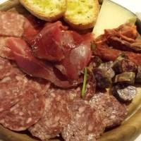 Il tagliere di salumi, affettati e formaggi
